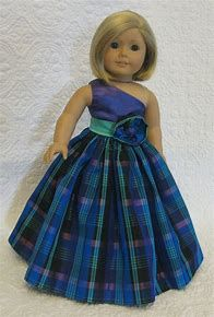 Doesn't look too hard. Sewing Doll Clothes, Baby Doll Clothes, Doll Clothes Patterns, Doll Patterns, American Girl Dress, American Doll Clothes, American Dolls, American Girl Accessories, Girl Dolls