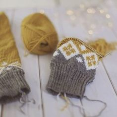 Crochet Patterns Mittens Like 708 times, 17 comments - Sandra Marie Lund ( on Insta . Knitted Mittens Pattern, Knit Mittens, Knitted Gloves, Knitting Socks, Knitting Stitches, Hand Knitting, Knitting Patterns, Crochet Patterns, Knitting Projects