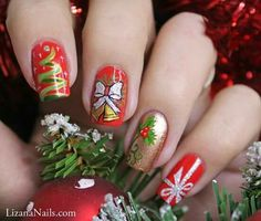 Christmas is here and you shouldn't delay in decking up those nails. Check out these happy and lovable Christmas nail designs right here. Diy Christmas Nail Designs, Holiday Nail Art, Xmas Nails, Christmas Nails, Christmas Night, Christmas 2016, Nail Art Rouge, Nail Art Noel, Special Nails