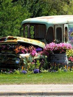 Old Bus Garden Art home art cool garden old decorate design bus gardening gardening ideas garden art creative gardens