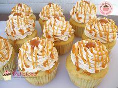 Cupcakes al caramello con frosting al caramello. Caramel cupcakes with caramel frosting. Caramel Cupcakes, Caramel Frosting, Mini Cupcakes, Burritos, Sweet Corner, Cupcake Images, Muffins, Cupcake Frosting, Mini Desserts