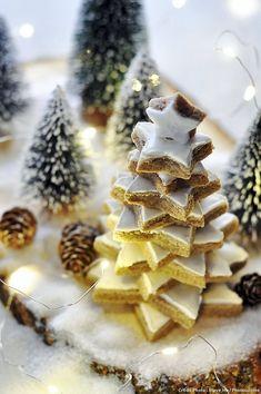 Sapin d'étoiles en pain d'épices - Une recette de sapin d'étoiles au pain d'épices, à préparer avec les enfants en attendant Noël !