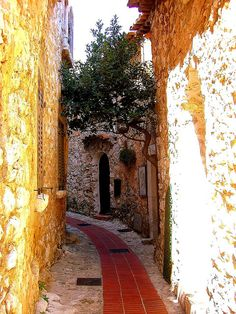 Hidden passage in Eze, Provence, France | by © CHRIS230