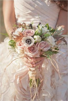 This rustic chic bouquet is romantic and simply gorgeous! Photographer: Millie Batista via Want That Wedding
