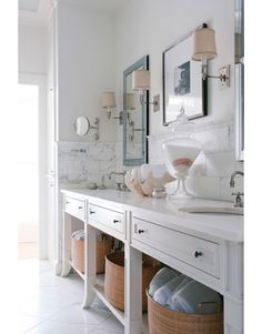 baskets for bath towel // all white bathroom