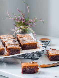 Vegaaniset mokkapalat – Viimeistä murua myöten Tray Bake Recipes, No Bake Desserts, Cake Bars, Vegan Cake, Some Recipe, Desert Recipes, Tray Bakes, Baked Goods, Banana Bread