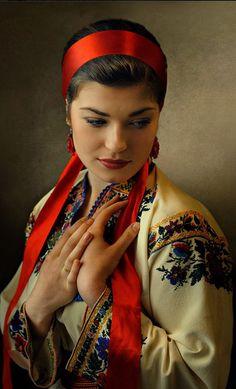 Таких жінок, як українки ніде не знайдете, Хоч всі країни за кордоном разом обійдете. УКРАЇНКИ,-- всі красиві, та щей роботящі, Мудрі, добрі і ласкаві, всеж вони — НАЙКРАЩІ! Ukraine , from Iryna