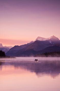Beautiful purple landscape in Maligne Lake, Jasper National Park, Canada Best Vacation Destinations, Best Vacations, Tropical Vacations, The Places Youll Go, Places To See, Beautiful World, Beautiful Places, Photo Deco, All Nature