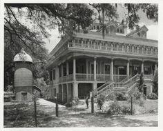 San Francisco Plantation House :: Frances B. Johnston Photograph Collection