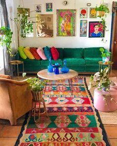indian home decor Bohemian Home Decor Design Ideas Colourful Living Room, Boho Living Room, Home And Living, Colorful Rugs, Bright Living Room Decor, Colourful Bedroom, Colorful Apartment, Retro Living Rooms, Colorful Pillows