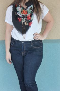 white tee outfit with floral scarf and skinny jeans