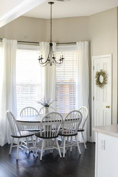 Small Kitchen Makeover Eat in kitchen makeover - Eat In Kitchen Table, Kitchen Eating Areas, Kitchen Nook, Kitchen Decor, Kitchen Ideas, Kitchen Designs, Kitchen Dining, Kitchen Windows, Kitchen Furniture