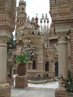 Фантастический замок Коломарес в Испании. - Путешествуем вместе