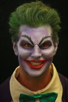 The Joker is a super villain and Now Joker makeup is very popular on the Halloween. Have a look these beautiful Joker Halloween Makeup Ideas. Guys Halloween Makeup, Halloween Kostüm Joker, Halloween Looks, Family Halloween, Easy Halloween Face Painting, Joker Make-up, Maquillage Halloween Simple, Horror Make-up, Male Makeup