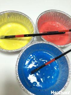 いつもの絵の具遊びとはひと味違う!?新感覚の遊び。色が混ざる様子や、ドロドロ、にゅるにゅるした感触も楽しい♪指につけてお絵描きしたり、ボディペインティングを楽しんだり…発展もいろいろ!