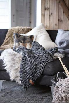Living Room Cosy Warm Pillows Ideas For 2019 Interior Inspiration, Room Inspiration, Winter House, Home And Deco, Cozy Living, Cozy House, Home Design, Home Living Room, Living Area