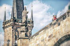 Fotka v albu Wedding photoshooting - Misura Travel & Bossy Photo Studio… Charles Bridge, Wedding Photoshoot, Photo Studio, Prague, Louvre, Poses, Travel, Voyage, Viajes