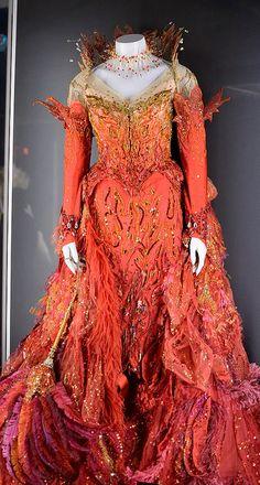 "Dress Worn by Glenn Close ""Cruella de Vill"" in 101 Dalmatians. Diseño vestido Anthony Powell"