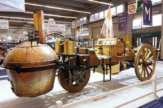 1.O primeiro veículo auto-propelido era de fato um carro a vapor projetado por Nicholas Joseph Cugnot em 1769. Sim, você leu certo - 1769 !! Ele pesava 3.628 kg de e foi usado para transportar canhões em torno da cidade.