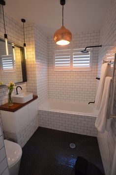 Cozy Tiny House Bathroom Design Ideas That Will Inspire You - Looking for small bathroom ideas? Take a look at our best small bathroom design ideas to inspire you before you start redecorating your bathroom design. White Subway Tile Bathroom, Contemporary Bathroom, Bathroom Lighting, Bathroom Renos, Bathroom Countertops, White Bathroom, Bathroom Flooring, Bathroom Design, Small Bathroom Remodel
