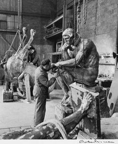 Robert Doisneau, Fonte du Penseur dans l'atelier Rudier à Malakoff, 1950, épreuve gélatinoargentique, ph.7001, © Musée Rodin