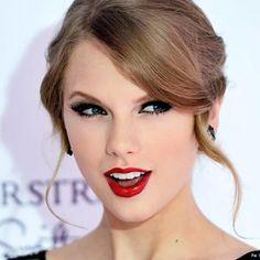 taylor-swift-red-lipstick