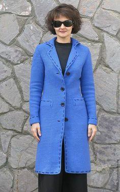 Купить или заказать Пальто 'Ирэн' в интернет-магазине на Ярмарке Мастеров. Классическое приталенное пальто 'Ирэн'. Вне моды, вне времени. Что может быть лучше! Пальто выполнено крючком, цельновязаное, не имеет боковых швов, с карманами, на подкладе. В наличии более 20 вариантов цвета.