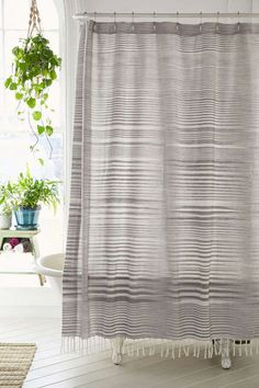 Nice 35+ Gorgeous Bathroom Shower Curtain Ideas https://decoredo.com/13643-35-gorgeous-bathroom-shower-curtain-ideas/