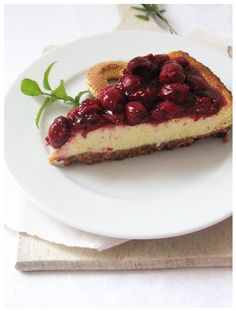 Sour cherry cheesecake http://sweetheartsweets.blogspot.com/2014/07/torta-od-sira-s-visnjama-sour-cherry.html