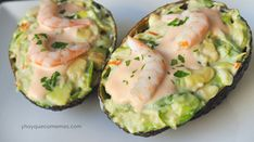 Recipe of Avocados stuffed with prawns and pink sauce or cocktail - Recetas - Aguacate Sea Food Salad Recipes, Avocado Recipes, Mexican Food Recipes, Shrimp Recipes, Aguacate Recipe, Seafood Bisque Recipe Easy, Salade Healthy, Healthy Foods To Eat, Healthy Recipes