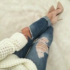 #styleinspiration courtesy of Timeea Motogna #livefromcatwalk15 #rippedjeans