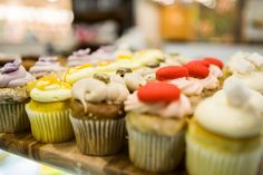 Mini gourmet cupcakes from Essence Café Gourmet Cupcakes, Mini Cupcakes, French Desserts, Cafe Food, Bon Appetit, Breakfast Recipes, Lunch, Sweet, Candy