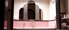 Useful Walk-in Shower Design Ideas For Smaller Bathrooms – Home Dcorz Design Apartment, Small Apartment Decorating, Dream Apartment, Decorating Blogs, Apartment Layout, Apartment Interior, Apartment Living, Apartment Ideas, Peeling Wallpaper