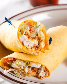 john favorite: Buffalo Chicken Wraps are a terrific way to have the best of both worlds in one sandwich! Buffalo Chicken Wraps, Recipe Chicken, I Love Food, Good Food, Yummy Food, Tasty, Wrap Recipes, Dinner Recipes, Hamburgers