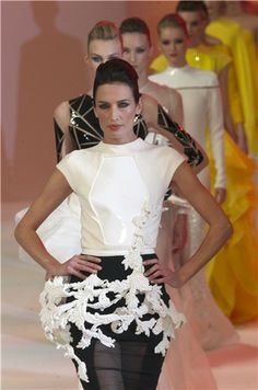 Desfile Alta Costura PV14 de Stéphen Rolland en París: Nieves Álvarez con look 'black&white'