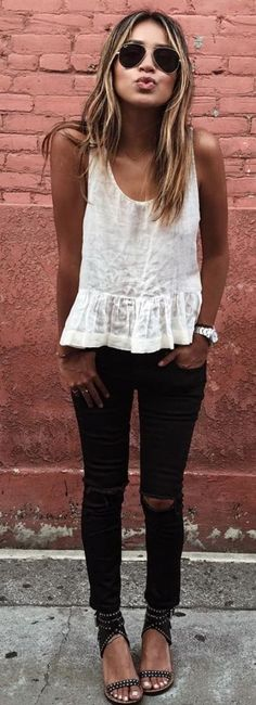 45 Ripped Jeans Outfit Ideas every stylish girl should try this outfit. The post 45 Ripped Jeans Outfit Ideas every stylish girl should try appeared first on Summer Ideas. Mode Outfits, Fall Outfits, Casual Outfits, Fashion Outfits, White Outfits, Jeans Fashion, Fashion Clothes, Casual Jeans, Hot Mom Outfits