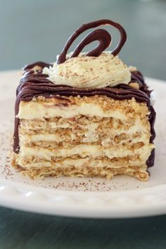 No-Bake Layered Graham Crackers Cake with a Vanilla Pudding cream. ValentinasCorner.com
