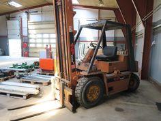 Fra kataloget kan nævnes: Truck Caterpillar, skovvogn, skovgrap, barrierrerør, dækapparat, pladevibrator m.m.  Slut: Søndag den 4. juni kl. 19.30. Eftersyn: Fredag den 2. juni kl. 14-16. Afhentning: Fredag den 9. juni kl. 10-14 eller efter aftale med Henrik på tlf.: 51666070. Adresse: Skovgyden 1, 5540 Ullerslev.  Auktionen slutter ved første katalognummer. Herefter lukker katalognumrene med 10 sekunders mellemrum. Bud i sidste øjeblik forlænger budtiden med 2 minutter. Vindende bydere vil…