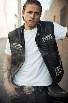 Charlie Hunnam Entertainment Weekly Photoshoot Sons Of Anarchy, Yes Please.I'm obsessed with this show Gorgeous Men, Beautiful People, Pretty People, Amazing People, Gorgeous Movie, You're Beautiful, Hello Gorgeous, Absolutely Gorgeous, Bearded Men
