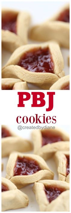 these are super cute triangle peanut butter cookies filled with jelly, jam or whatever you like, chocolate is great too! @createdbydiane Jelly Cookies, Yummy Cookies, Brownie Cookies, Cookie Bars, Cookie Swap, Chocolate Peanut Butter, Peanut Butter Cookies, Christmas Baking, Christmas Cookies