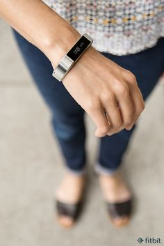Fitbit, the maker of those trendy fitness-tracking devices, recently rolled out a new feature in its app that creates a customized sleep schedule for you. All you need to do is wear your Fitbit to bed. Fitness Watches For Women, Watches For Men, Best Fitness Tracker Watch, Fitness Gear, Fitness Fashion, Garmin Vivosmart Hr, Fitness Wristband, Fitbit Alta, Fun Workouts