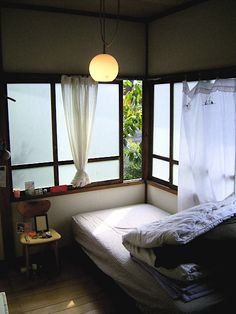 Easy and good feeling in Japanese bedroom【5】 全体的な配置はずーっと使える配置にしましょう! Korean Bedroom, Japanese Style Bedroom, Japanese Style House, Japanese Interior Design, Japanese Home Decor, Room Interior, Interior Design Living Room, Design Bedroom, Home Bedroom