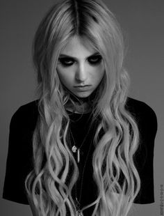Taylor Momsen (The Pretty Reckless) - I just love this black and white portrait