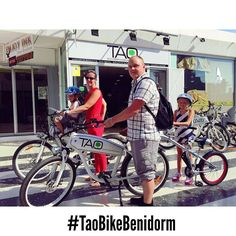 This lovely family from #sweden enjoyed yesterday a funny afternoon with our #taobike and the accesories from @weeridespain #taobike4families #benidorm4families #electricbikes #bikerental #ecotourism #responsibletourism #travelwithkids