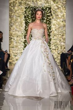 Reem Acra Fall-winter 2015-2016 - Bridal - http://www.flip-zone.com/fashion/bridal/the-bride/reem-acra-5468