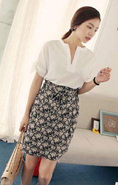 【Bagazimuri】シックな大人カラーの花柄スカート!品のある落ち着いたカラーのスカートです。ウエストはゴム仕様でピタッとフィットし着心地◎シンプルなブラウスやシャツとの洗練したコーデがおすすめです♪
