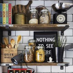 "Gefällt 3,766 Mal, 34 Kommentare - IKEA FAMILY MAGAZINE (@ikeafamilymag) auf Instagram: ""Display with a handmade twist – Pati created shelves for her kitchen using old scaffold boards.…"""