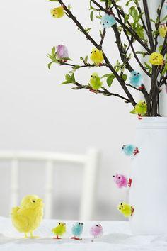 Easter Tree, Easter Eggs, Easter Crafts, Holiday Crafts, Decor Crafts, Diy And Crafts, Spring Flower Arrangements, Chicken Crafts, Easter Season