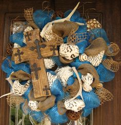Deco Mesh TURQUOISE CROSS and ANTLERS Wreath by decoglitz on Etsy Easter Wreaths, Holiday Wreaths, Holiday Crafts, Diy Projects To Try, Craft Projects, Craft Ideas, Deco Mesh Wreaths, Burlap Wreaths, Diy Wreath