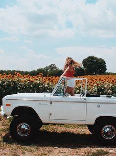 car jeep sunflower fields bring sunshine into your life - Dream Cars, My Dream Car, Dream Life, Foto Top, Shotting Photo, Car Goals, Sunflower Fields, Album Design, Cute Cars